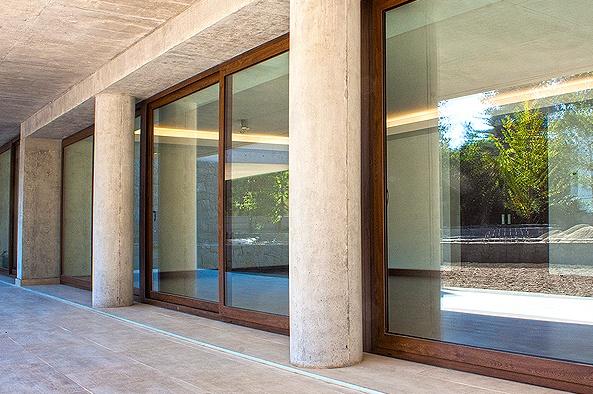 Ventanas alum madera glasstech for Ventanas de aluminio con marco de madera